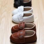 きちんと揃えられた赤ちゃんの靴