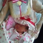 出産祝いのベビー靴と一緒にかわいい赤ちゃんの記念撮影♪