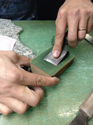 革切り包丁を研ぐ専用の道具