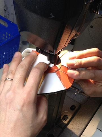 ベビー靴縫製の仕上げ