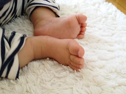 かわいい赤ちゃんの足