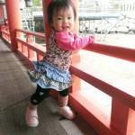歩き始めた赤ちゃんの笑顔
