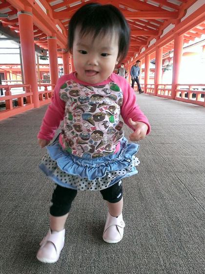 歩き始めた赤ちゃんのドヤ顔