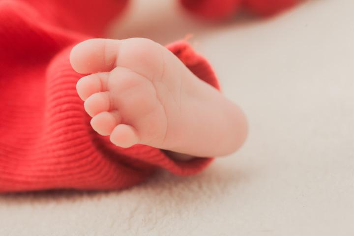 新生児赤ちゃんの足の指