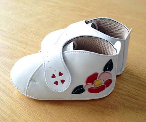 椿デザインのベビー靴