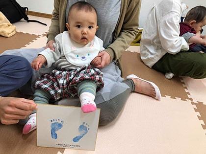 赤ちゃんの足形