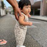 オーダーメイドベビーシューズを履いた赤ちゃん